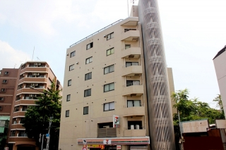 Shibuya girl student apartment house
