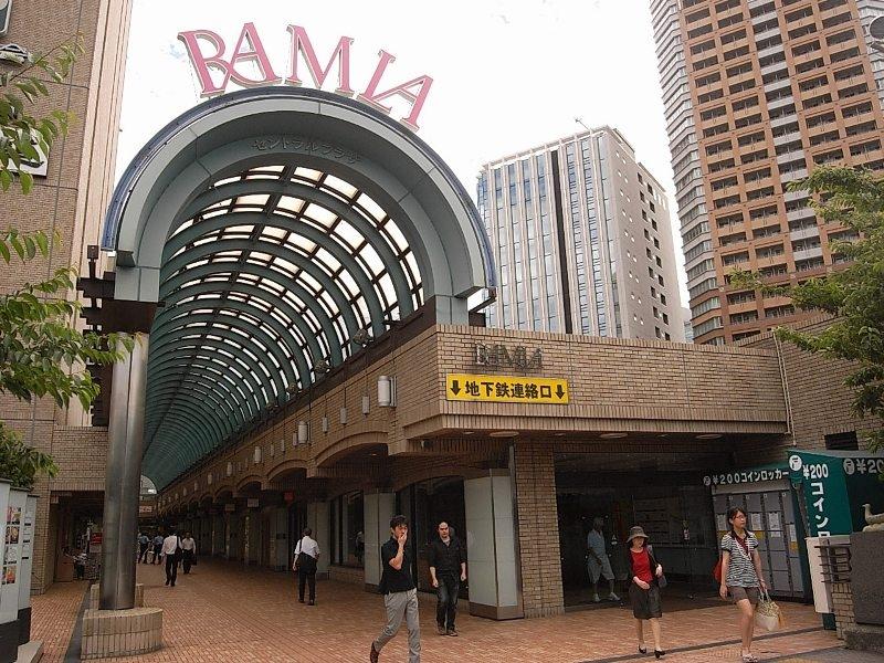 早稲田駅から2駅。ラムラでは食品はもちろん雑貨、書籍などの生活用品が揃う