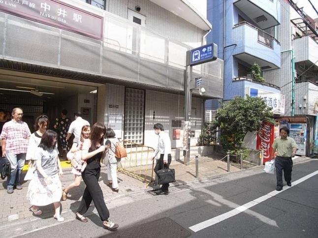 徒歩5分の中井駅は、西武新宿線と都営大江戸線の二路線利用でき便利。