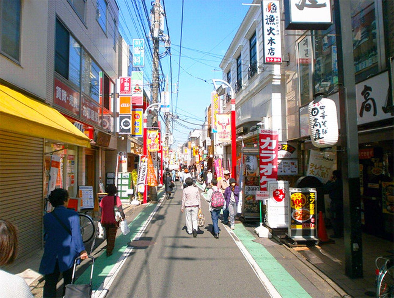 駅前に広がる3つの商店街は合わせて通称「ウルトラマン商店街」と呼ばれています