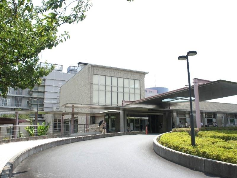 虎の門病院分院。外科、内科、眼科など計22科まであり、万が一の際にも安心
