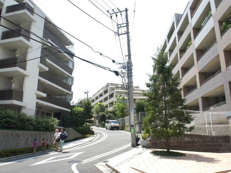 多摩田園都市の入口となる街。分譲マンションが数多く建ち並び、ファミリー層に人気の高いエリア