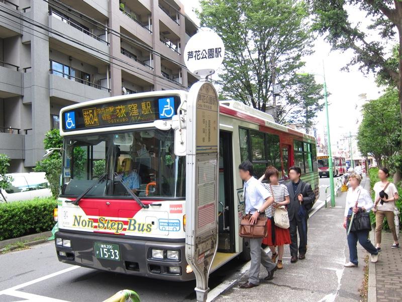 JR荻窪駅方面へのバス便もあり、通勤通学時間帯には6分間隔で運行