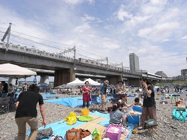 京王多摩川駅まで電車17分。多摩川では約30万人来場の調布花火大会がある