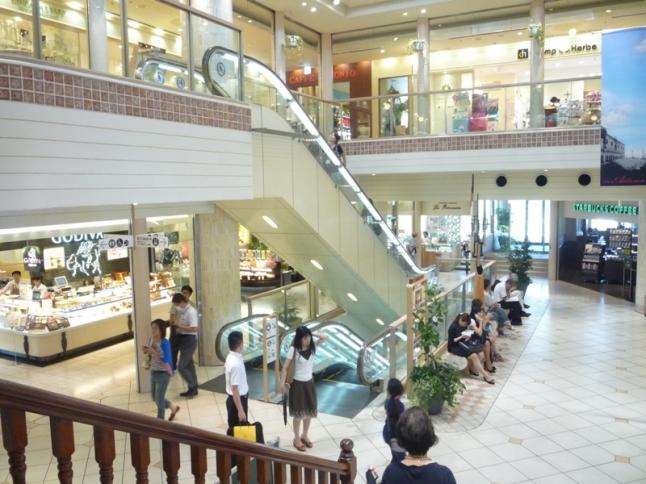 アトレ四谷にはパン屋、Soup Stock Tokyoやスターバックスコーヒーもあり、軽食もとれる