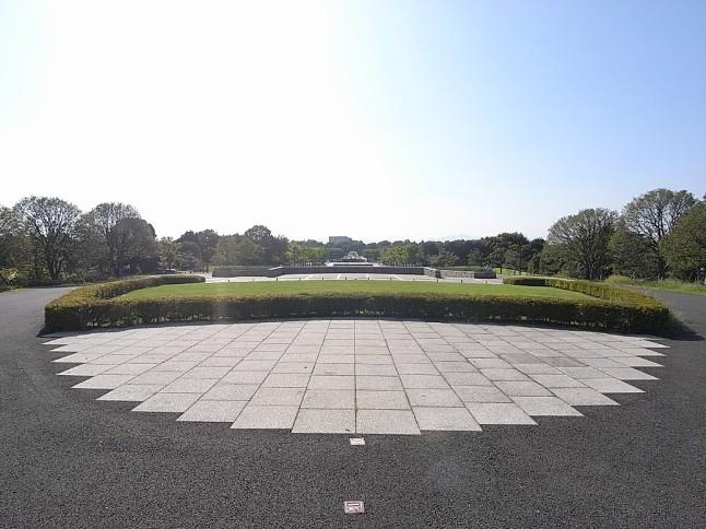 昭和天皇の在位50年を記念した昭和記念公園。花火大会・イルミネーションも有