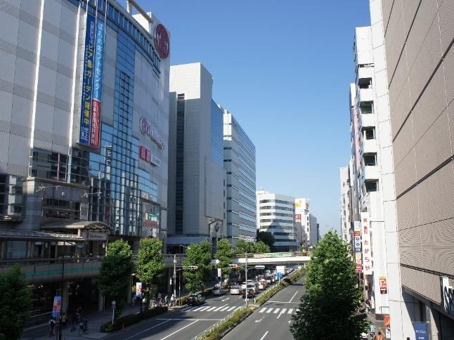伊勢丹・高島屋の百貨店などが並び西東京エリアの最大級の買い物スポットとしても有名