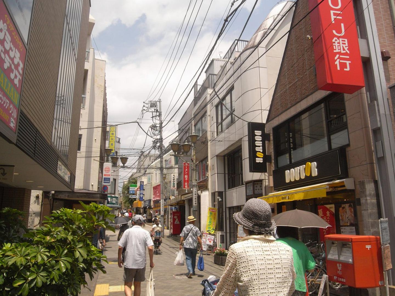 京王井の頭線を挟んで南北につながる久我山商店街