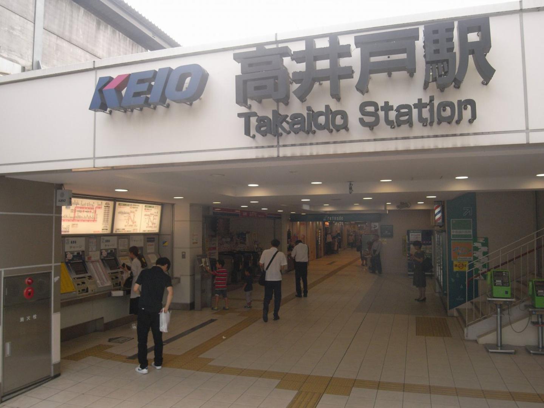 駅には書店なども入っており便利です