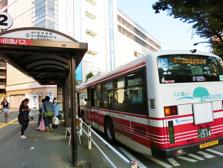乗車12分で国際基督教大学まで行けるバスが出ています。