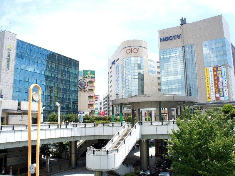 2つ隣の溝の口駅は丸井をはじめデパートなどの商業施設が充実しているターミナル駅です。