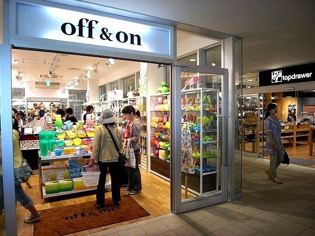 TSUTAYA・本、雑貨屋・飲食店など、学校帰りについ寄りたいお店がたくさん