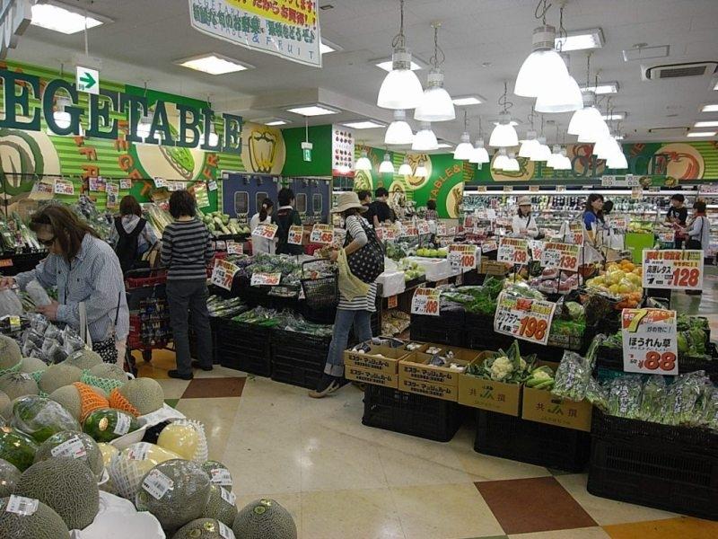 世田谷区に多数展開するスーパー「オオゼキ」。下北沢店は10:00〜21:45まで営業