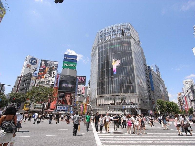 京王井の頭線下北沢駅からファッションビルが立ち並ぶ渋谷駅まで電車約7分♪すぐ帰れるのがうれしい!