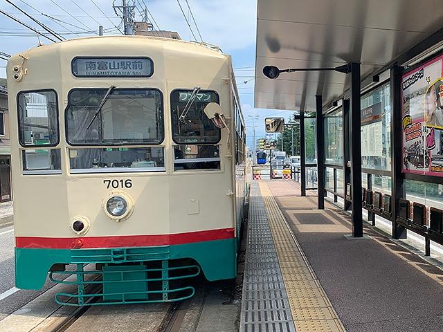 富山大学前駅